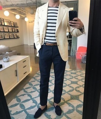 How to Wear a Beige Blazer For Men: A beige blazer and navy chinos make for the perfect base for an effortlessly sleek ensemble. Spice up your outfit with a more refined kind of footwear, like these navy suede tassel loafers.
