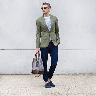 Which Blazer To Wear With Navy Tassel Loafers: For an effortlessly classic outfit, reach for a blazer and navy chinos — these pieces work perfectly well together. Navy tassel loafers will breathe a sense of class into an otherwise standard ensemble.