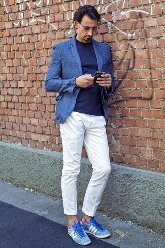 How to Wear White Chinos: A blue linen blazer and white chinos are indispensable players in any modern man's collection. And if you wish to easily dress down your ensemble with a pair of shoes, why not complement this outfit with a pair of light blue suede low top sneakers?