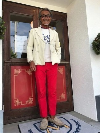 Red Chinos Outfits: This combo of a white blazer and red chinos is a lifesaver when you need to look stylish in a flash. Give an added dose of style to your outfit by finishing with beige suede loafers.