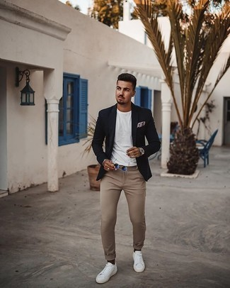 Pocket Square Outfits: A navy blazer and a pocket square are amazing menswear pieces to have in your current casual wardrobe. Display your sophisticated side by finishing with white canvas low top sneakers.