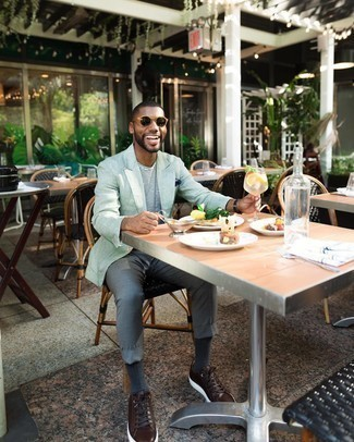 Jacket Hot Weather Outfits For Men: Go for a jacket and grey chinos to don a sleek and classy ensemble. You can take a more laid-back approach with shoes and complete this ensemble with a pair of dark brown leather low top sneakers.