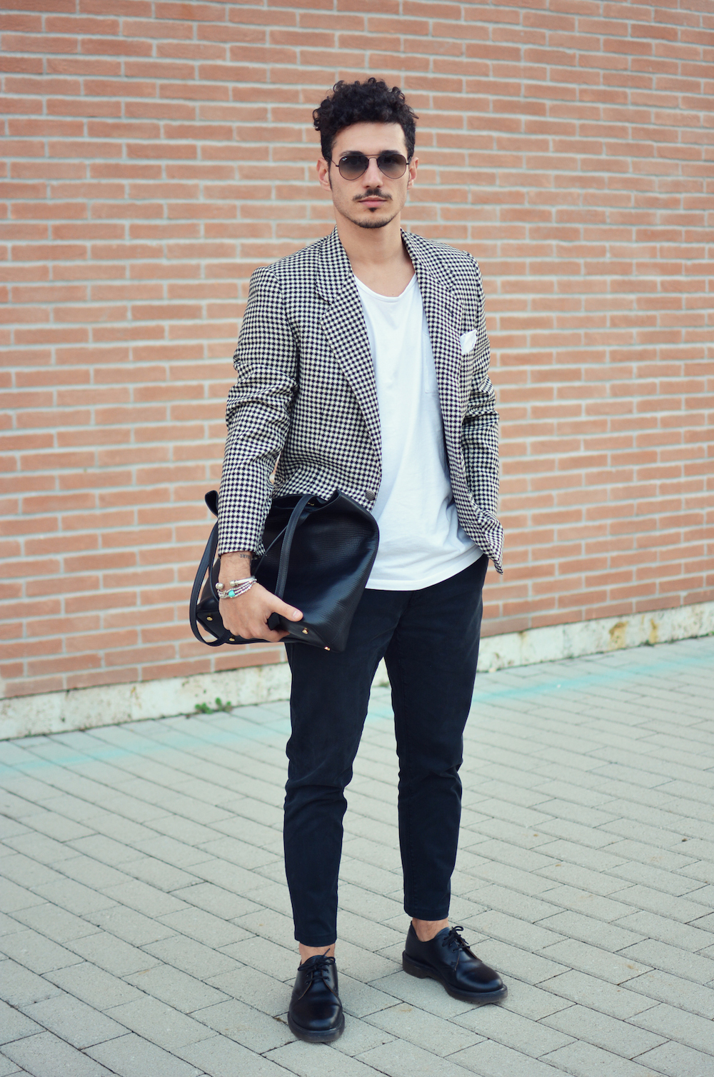 Black t shirt navy pants - Wear A Black And White Houndstooth Blazer Jacket With Dark Blue Chino Pants For Your Nine