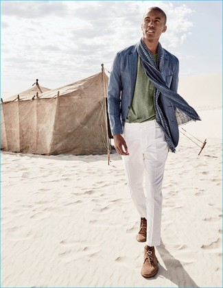 How to wear: blue linen blazer, olive crew-neck t-shirt, white dress pants, brown suede desert boots