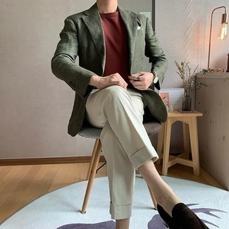 Burgundy Crew-neck T-shirt Outfits For Men: Marrying a burgundy crew-neck t-shirt with beige dress pants is a wonderful idea for a semi-casual outfit. To add some extra classiness to this ensemble, introduce dark brown suede loafers to the equation.