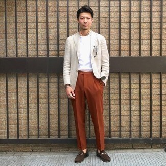 Bandana Outfits For Men: Wear a beige linen blazer and a bandana for a fashionable and easy-going ensemble. Finishing off with dark brown suede loafers is the simplest way to breathe a dash of class into your getup.