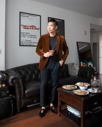 Velvet Blazer Outfits For Men: You'll be amazed at how easy it is to get dressed like this. Just a velvet blazer combined with black dress pants. A good pair of black embroidered velvet loafers pulls this ensemble together.