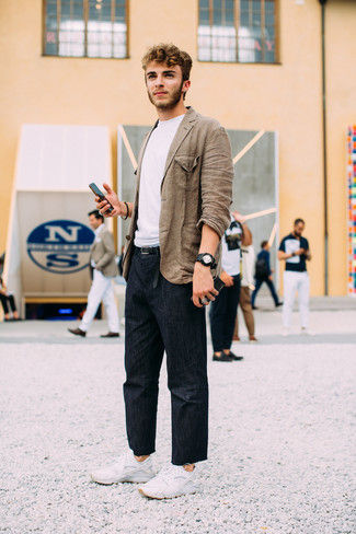 How to wear: brown linen blazer, white crew-neck t-shirt, navy jeans, white athletic shoes
