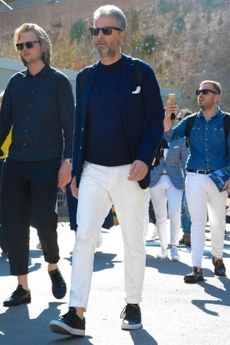 How to Wear White Jeans For Men: This combo of a navy blazer and white jeans is the perfect base for an endless number of seriously stylish ensembles. Got bored with this ensemble? Let black leather low top sneakers spice things up.