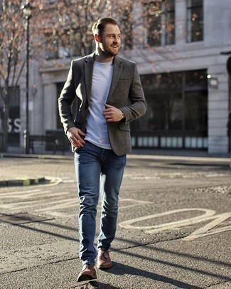 Grey Blazer with Blue Jeans Outfits For Men: A grey blazer looks so casually neat when married with blue jeans. Finish off with brown leather derby shoes to power up this look.