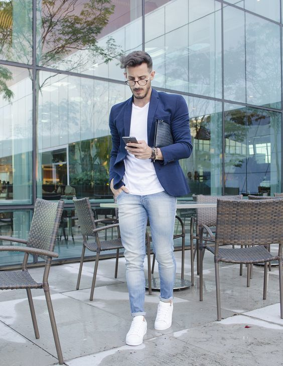 8574ccc4e25b7 How To Wear a Navy Blazer With a White Crew-neck T-shirt For Men (50 ...