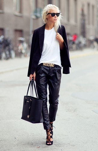 This pairing of a black blazer and black leather casual pants is simple, absolutely chic and super easy to replicate! Choose a pair of black suede heeled sandals to take things up a notch. This ensemble is perfect when it's boiling hot outside.