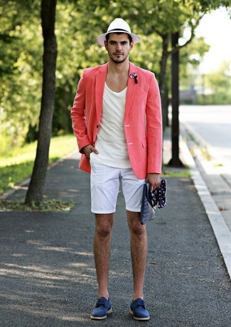 How to wear: pink linen blazer, white crew-neck t-shirt, white shorts, blue suede derby shoes