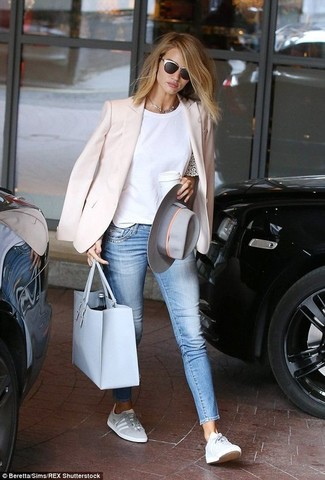 Dress in a rose pink blazer and light blue slim jeans to achieve a chic look. Dress down this getup with grey low top sneakers.