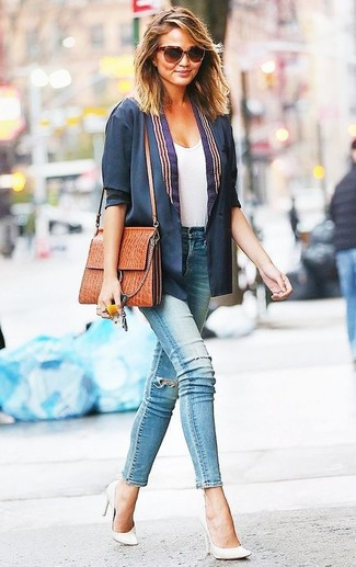 How to wear: navy blazer, white crew-neck t-shirt, light blue ripped skinny jeans, white leather pumps