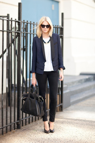 Women's Navy Blazer, White Crew-neck T-shirt, Black Skinny Jeans, Black Leather Pumps