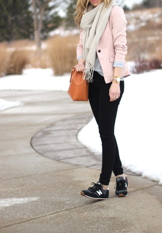 How to wear: pink blazer, grey crew-neck t-shirt, black skinny jeans, black athletic shoes