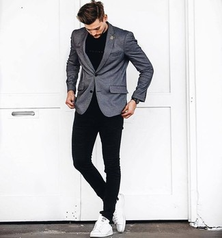 How to wear: grey blazer, black crew-neck t-shirt, black skinny jeans, white leather low top sneakers