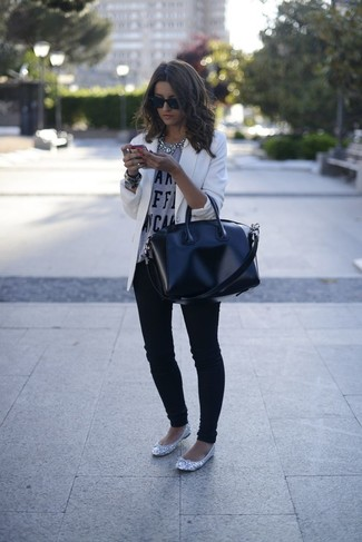 Wear a white blazer with black skinny jeans for both chic and easy-to-wear look. To bring out a sassier side of you, complete your look with grey leather ballerina shoes. This is a winning option for a knockout ensemble that transitions easily into spring.