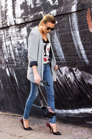 Consider wearing a grey silk blazer jacket and blue slim jeans to showcase you've got serious styling prowess. Make black leather pumps your footwear choice to take things up a notch. Seeing as fall is in full swing, this outfit appears a viable option for the season.
