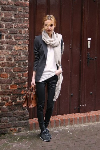 How to wear: black blazer, white crew-neck t-shirt, black skinny pants, black low top sneakers