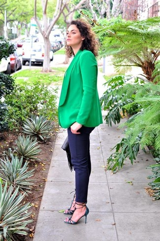 How to wear: green blazer, white crew-neck t-shirt, navy skinny pants, navy snake leather pumps