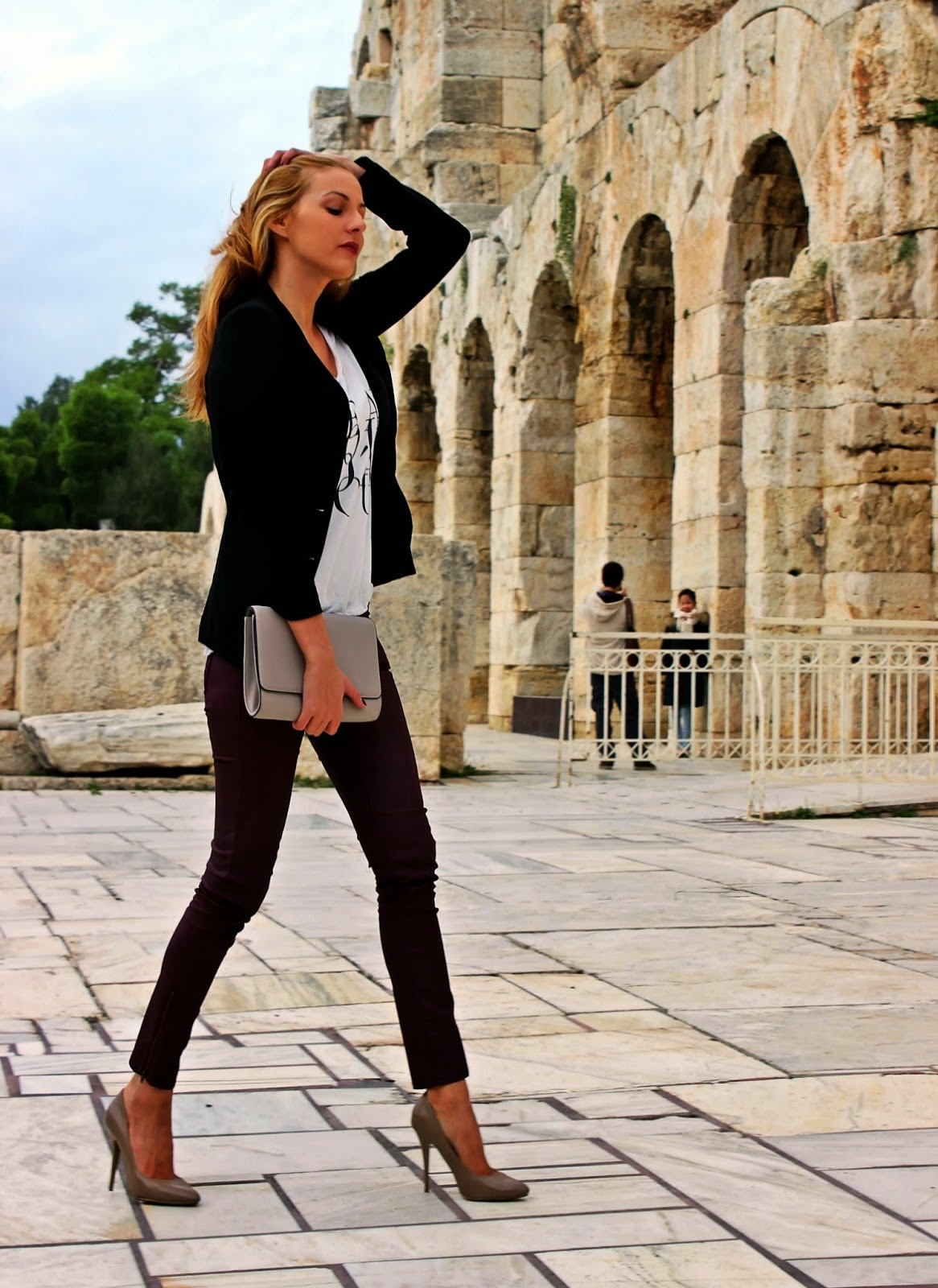 What To Wear With White Pants Women