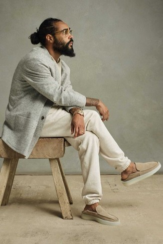 Beige Suede Loafers Outfits For Men: A grey knit blazer and white sweatpants? This is an easy-to-achieve look that you could rock on a day-to-day basis. For a more refined take, why not complement this look with a pair of beige suede loafers?