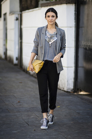 How to wear: grey blazer, grey crew-neck t-shirt, black tapered pants, black and white canvas low top sneakers