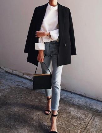Marie un blazer croisé noir femmes Joseph avec un jean bleu clair pour une tenue idéale le week-end. Transforme-toi en bête de mode et fais d'une paire de des sandales à talons en daim noires ton choix de souliers.
