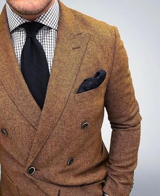 Tenue: Blazer croisé en laine marron, Chemise de ville à carreaux blanche, Cravate noire, Pochette de costume noire