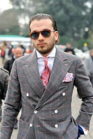 Cómo combinar: blazer cruzado de tartán gris, camisa de vestir blanca, pantalón de vestir azul marino, corbata de paisley roja