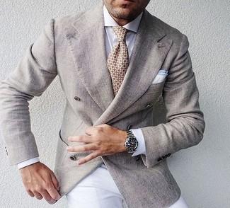 Cómo combinar: blazer cruzado en beige, camisa de vestir blanca, pantalón de vestir blanco, corbata estampada en beige