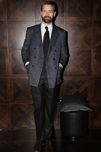 Algo tan simple como optar por un blazer cruzado en gris oscuro de hombres de Ermenegildo Zegna y un pantalón de vestir negro puede distinguirte de la multitud. Zapatos con hebilla de cuero en marrón oscuro añaden un toque de personalidad al look.