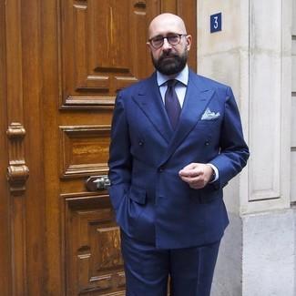 Cómo combinar: blazer cruzado azul marino, camisa de vestir celeste, pantalón de vestir azul marino, corbata azul marino