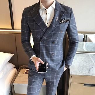 Cómo combinar: blazer cruzado de lana a cuadros gris, camisa de vestir blanca, pantalón de vestir de lana a cuadros gris, pañuelo de bolsillo de tartán en gris oscuro