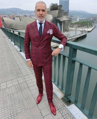 Cómo combinar: blazer cruzado de tartán rojo, camisa de vestir blanca, pantalón de vestir de tartán rojo, zapatos oxford de cuero rojos