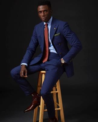 Cómo combinar: blazer cruzado de rayas verticales azul, camisa de vestir celeste, pantalón de vestir de rayas verticales azul, zapatos derby de cuero burdeos