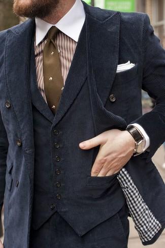 Cómo combinar: blazer cruzado de pana negro, chaleco de vestir de terciopelo negro, camisa de vestir de rayas verticales en blanco y marrón, pantalón de vestir de pana negro