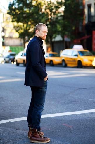 Cómo combinar: blazer de pana azul marino, vaqueros azul marino, botas de trabajo de cuero en marrón oscuro