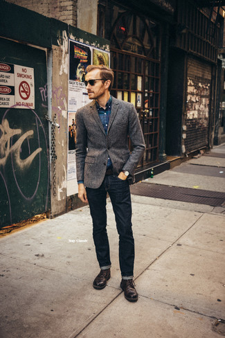 Grey Blazer with Blue Jeans Outfits For Men: A grey blazer and blue jeans will add extra style to your daily collection. With footwear, go for something on the dressier end of the spectrum by finishing off with a pair of dark brown leather brogues.