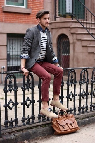 How to Wear Beige Suede Derby Shoes: A grey blazer and burgundy chinos married together are a match made in heaven. You can get a little creative when it comes to footwear and complement your outfit with beige suede derby shoes.