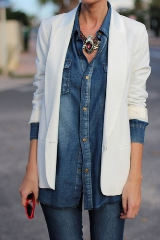 How to wear: white blazer, navy denim shirt, navy skinny jeans, red sunglasses
