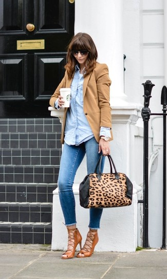 How to wear: tan blazer, light blue denim shirt, white tank, blue skinny jeans