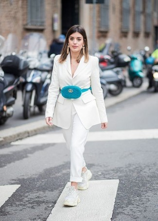 Try teaming a white blazer with white dress pants to create a chic, glamorous look. White athletic shoes will deliver more playfulness to your getup. So if you're looking for a look that's chic but also entirely spring_friendly, this one is great.