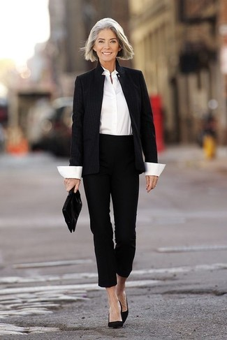 This combo of a black blazer and black capri pants is super easy to do and so comfortable to sport all day long as well! Make black suede pumps your footwear choice to va-va-voom your outfit. With rising temperatures comes a sense of spring renewal and the need for a fresh getup just like this one.