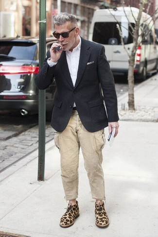 How to Wear a Black Wool Blazer For Men: This combination of a black wool blazer and beige cargo pants combines comfort and practicality and helps you keep it low-key yet contemporary. A pair of tan leopard suede desert boots integrates well within a multitude of ensembles.