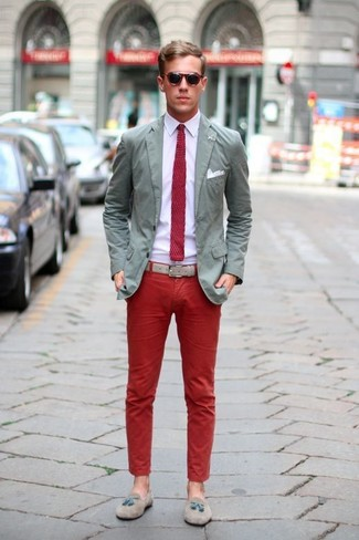 Effortlessly blurring the line between elegant and casual, this combination of a grey cotton sport coat and red chinos is likely to become one of your favorites. Polish off the ensemble with grey suede tassel loafers.