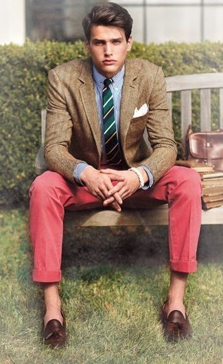 If you're a fan of classic pairings, then you'll like this combination of a brown wool blazer and red chinos. Dark brown leather tassel loafers will bring a classic aesthetic to the ensemble.