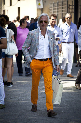 This outfit clearly illustrates it pays to invest in such items as a grey tartan blazer and orange chino pants. Complement this outfit with brown leather loafers. An outfit like this is just what you need to get stylishly inspired this summer season.